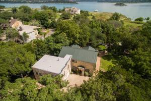 home for sale 16202 E Lake Shore Dr. Austin, Texas - Hometaurus