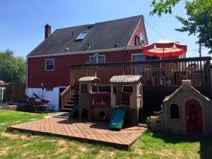 home for sale 73 Summit Cir. Little Ferry, New Jersey - Hometaurus