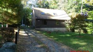 foreclosure 132 Oak Dr. Greentown, Pennsylvania - Hometaurus