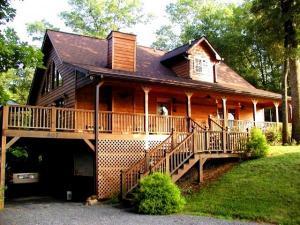 home for sale 407 Fox Hills Road. Robbinsville, North Carolina - Hometaurus