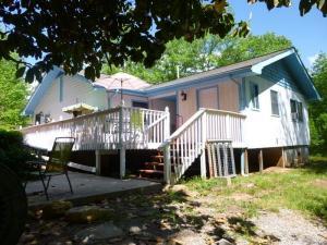 home for sale 110 Whispering Pine Lane. Bryson City, North Carolina - Hometaurus