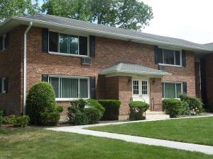 condo townhouse 294 Edmunton Drive, North Babylon. North Babylon, New York - Hometaurus