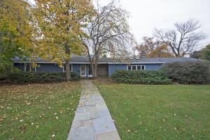 home for sale 4 Pansmith Lane. West Islip, New York - Hometaurus
