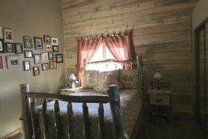 home for sale Secluded Valley Special 22620 Holbrook Lane. Bonner, Montana - Hometaurus