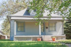 home for sale 408 S Pine St.. Pratt, Kansas - Hometaurus
