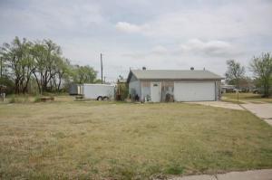 mobile home 906 Starr Ct. Pratt, Kansas - Hometaurus