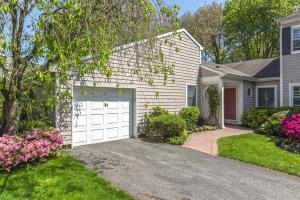 condo townhouse 121 Corral Lane. Bay Shore, New York - Hometaurus