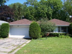 home for sale 1800 E Algonquin Rd. Des Plaines, Illinois - Hometaurus