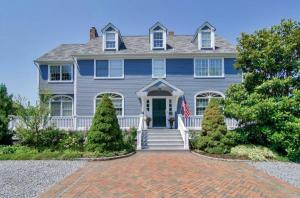 home for sale 38 West Islip Road. West Islip, New York