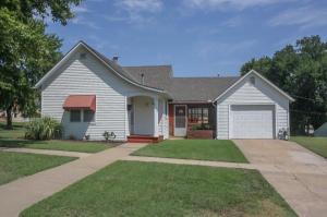 home for sale 524 W 2nd. Pratt, Kansas - Hometaurus