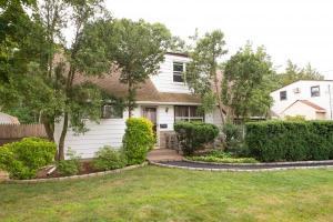 home for sale 6 W Lankeland Street. Bay Shore, New York - Hometaurus