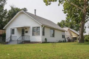 home for sale 205 Austin St.. Pratt, Kansas - Hometaurus