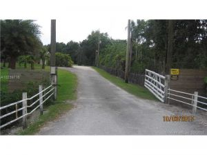 13950 Mustang Trail. Southwest Ranches, Florida - Hometaurus