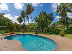 8204 SW 176th Ter. Palmetto Bay, Florida - Hometaurus