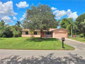 5221 SW 188th Avenue. Southwest Ranches, Florida - Hometaurus
