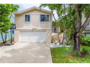 10041 SW 221st St. Cutler Bay, Florida - Hometaurus