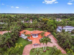 10600 SW 69th Ave. Pinecrest, Florida - Hometaurus