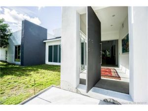 6295 SW 126th St. Pinecrest, Florida - Hometaurus