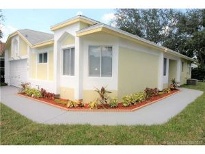 1022 W Jasmine Ln. North Lauderdale, Florida - Hometaurus