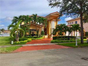 8485 NW 166 Ter. Miami Lakes, Florida - Hometaurus