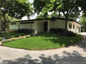 13625 NW 102 Ave. Hialeah Gardens, Florida - Hometaurus