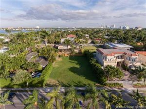 1361 96 Street. Bay Harbor Islands, Florida - Hometaurus