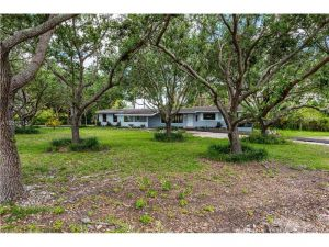 17201 SW 90th Ave. Palmetto Bay, Florida - Hometaurus