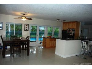 7380 SW 67th Ct. South Miami, Florida - Hometaurus