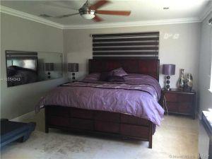 20750 SW 207th Ave. Miami, Florida - Hometaurus