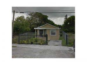 3007 NW 43 Te. Miami, Florida - Hometaurus