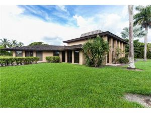 5300 SE White Oak Ln. Tamarac, Florida - Hometaurus