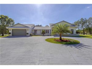17330 SW 65th Ct. Southwest Ranches, Florida - Hometaurus