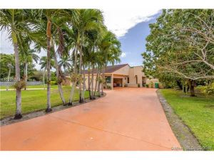 8710 SW 122nd St. Miami, Florida - Hometaurus