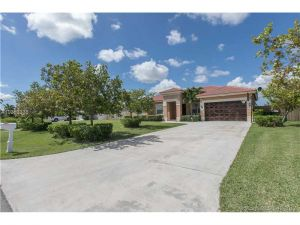 2160 NW 15th Pl. Homestead, Florida - Hometaurus