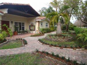 7351 SW 136th St. Pinecrest, Florida - Hometaurus