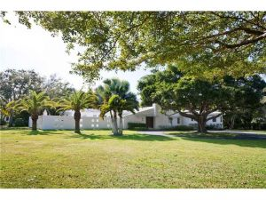 6200 Rolling Road Dr. Pinecrest, Florida - Hometaurus