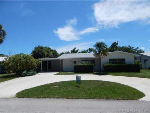 1970 NE 32nd St. Lighthouse Point, Florida - Hometaurus