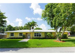 7510 SW 163rd St. Palmetto Bay, Florida - Hometaurus