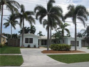 220 SE 12th St. Pompano Beach, Florida - Hometaurus