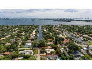 1046 NE 90th St. Miami, Florida - Hometaurus
