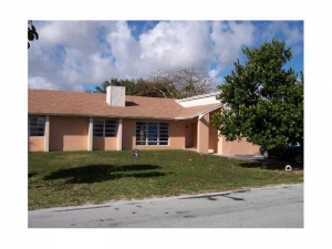 18420 SW 129 Av. Miami, Florida - Hometaurus