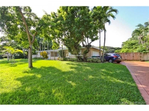 8200 SW 151 St. Palmetto Bay, Florida - Hometaurus