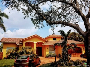 8315 NW 163rd St. Miami Lakes, Florida - Hometaurus