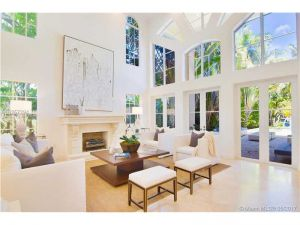 4900 Pine Tree Dr. Miami Beach, Florida - Hometaurus