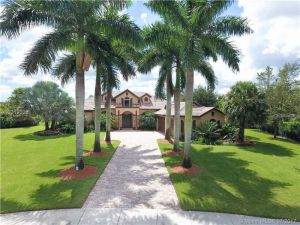 4012 Blue Grass Ln. Davie, Florida - Hometaurus