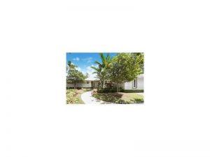 5821 SW 132 Terrace. Pinecrest, Florida - Hometaurus