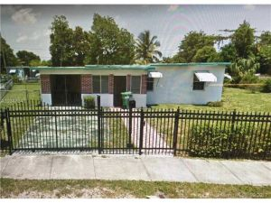 2435 NW 156th St. Miami Gardens, Florida - Hometaurus