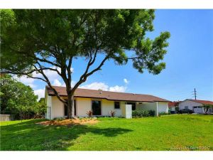 8745 SW 178th Ter. Palmetto Bay, Florida - Hometaurus