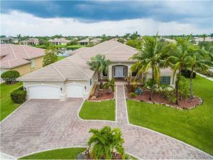 15127 SW 40th St. Davie, Florida - Hometaurus