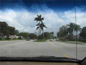 6928 NW 33 Street. Margate, Florida - Hometaurus